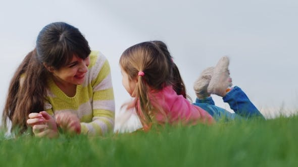 Cover Image for Mother And Daughter Playing On The Green Grass