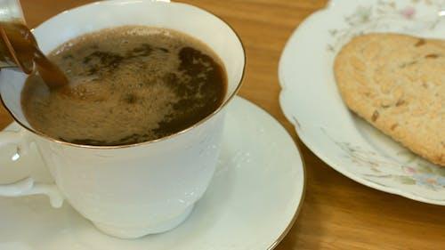 Morgenkaffee mit Keksen