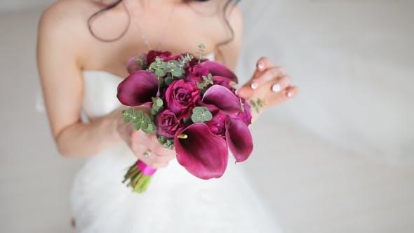Thumbnail for Schöne Hochzeit Blumenstrauß In Händen der Braut