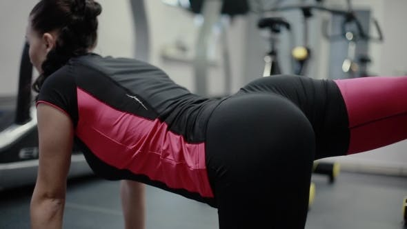 Thumbnail for Girl Makes Sexy Rear View Workout