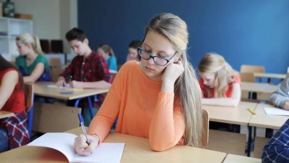 Thumbnail for Studenten mit Notebooks Schreiben Test in der Schule 20