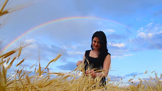 Cover Image for Wheat Grain in a Girl Hands
