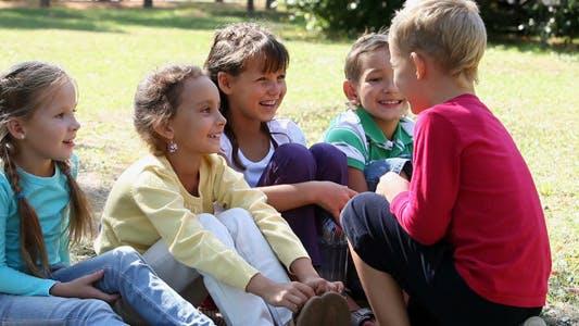 Thumbnail for Kinder im Park