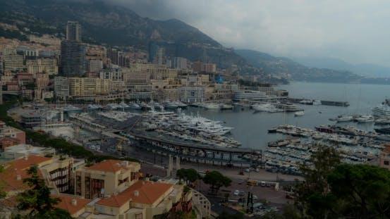 Thumbnail for Monaco, Monte Carlo, mit Wolken über Kalksteinklippen