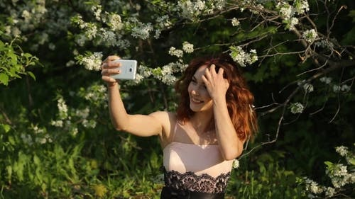 The Laughing Girl Makes a Selfie
