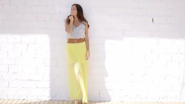 Trendy Attraktive Junge Frau In Ein Sommer Rock