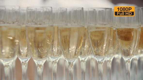 Cover Image for Champagne in Glasses