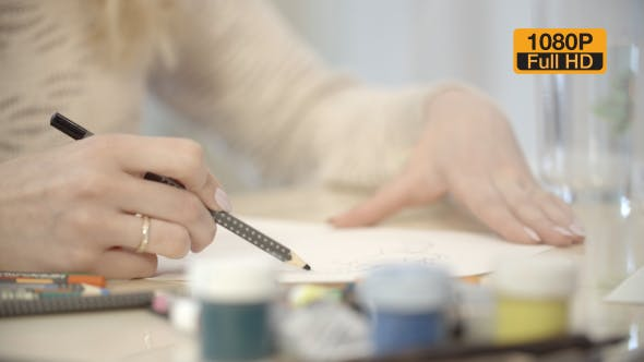 Cover Image for Girl Drawing a Picture With Pencil 3