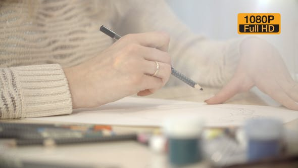 Cover Image for Girl Drawing a Picture With Pencil 4