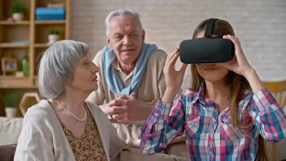 Cover Image for Excited Young Woman Explaining Virtual Reality