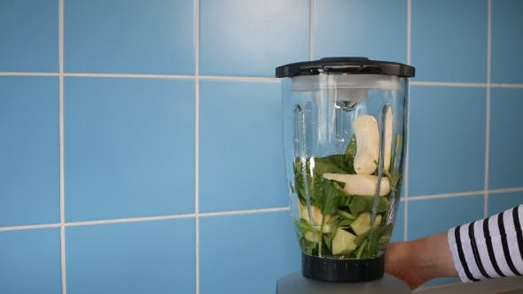 Thumbnail for Making Green Healthy Smoothie In Ein Glas Auf Mixer Zu Hause In Küche