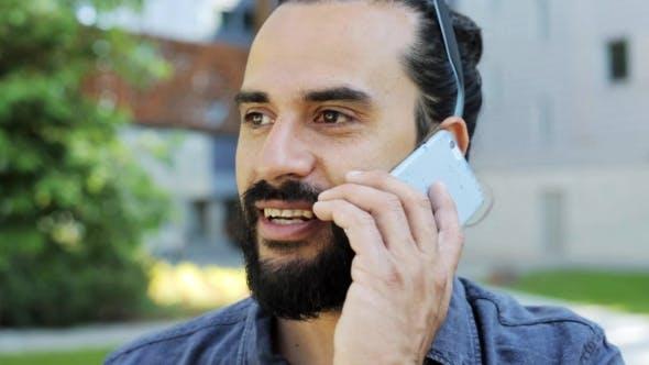 Thumbnail for Mann Anruf durch Smartphone auf Stadt Straße 23
