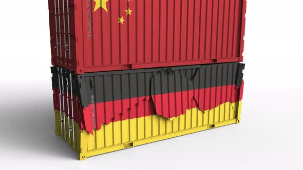Thumbnail for Container mit Fahne von China bricht Container mit Fahne von Deutschland