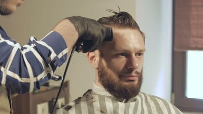 Men's Hairstyling And Haircutting With Hair Clipper