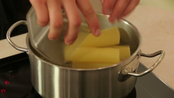 Thumbnail for Boiling Cannelloni Pasta