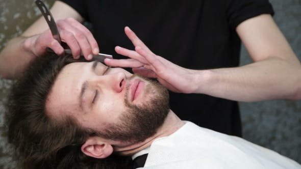 Cover Image for Cutting Man's Beard With The Straight Razor