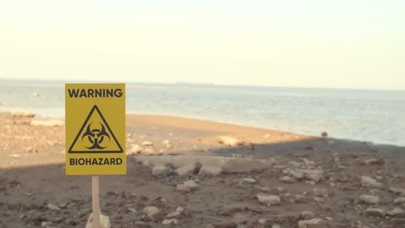 Seashore und Warnschild