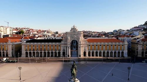 The Arc de Triomphe in Lisbon.