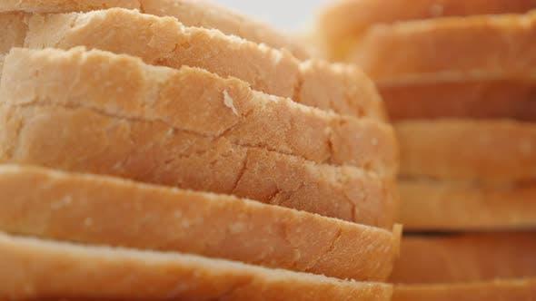 Frische Toastbrot Haufen gesundes Brot close-up langsam neigen 4K 2160p 30fps UltraHD Filmmaterial - Lot of t