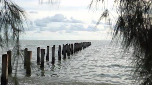 Säule an der Meeresküste