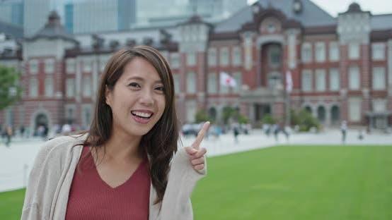 Thumbnail for Frau in der Tokyo Station