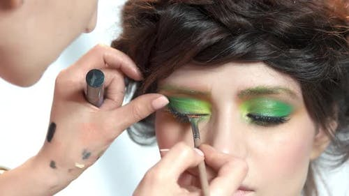 Visagist Applying Mascara.