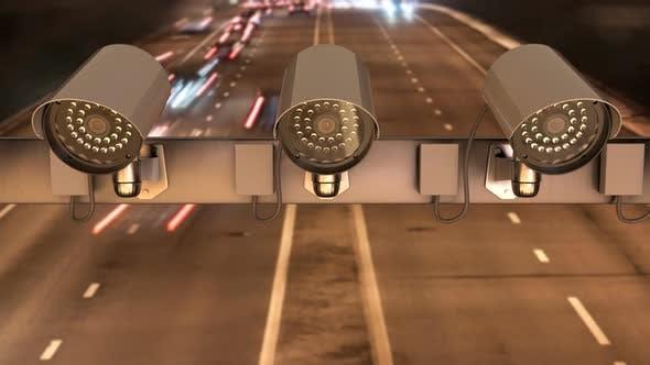 Sicherheitskameras sind über der Autobahn zur Verkehrsüberwachung installiert