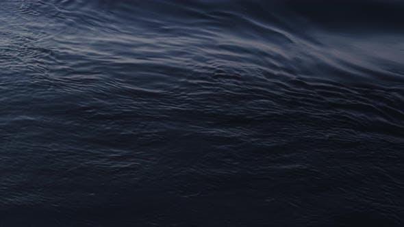 Thumbnail for Wasseroberfläche und Sonnenlicht reflektiert die Wellen