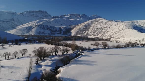 Cover Image for Winter Mountains