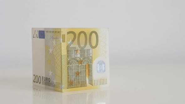 Thumbnail for Putting Dach auf Haus Euro-Banknoten Konzept Slow-mo Video