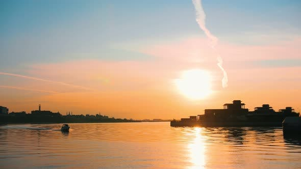 Cover Image for A Beautiful View on the Sunset Sky - the Sun Sets Over Water