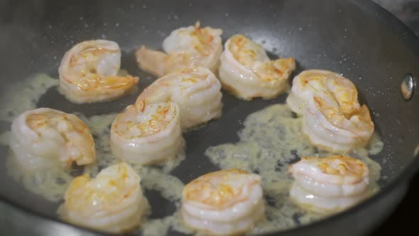 Cover Image for Cook Frying Shrimp in Flambe Technique