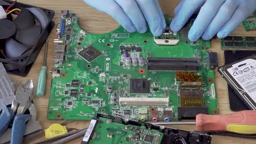 Motherboard-Montageprozess des Computers