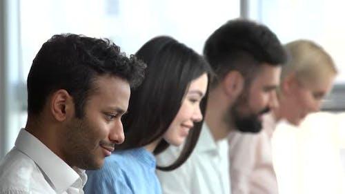 Indian Programmer Gesicht, Seitenansicht