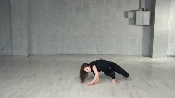 Contemporary Dancer Training in Studio