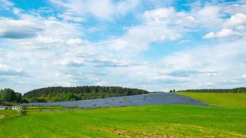 Ländliche Landschaft und Sonnenkollektor, Zeitraffer