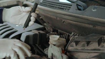 Mechanic Brake Fluid Quality Control