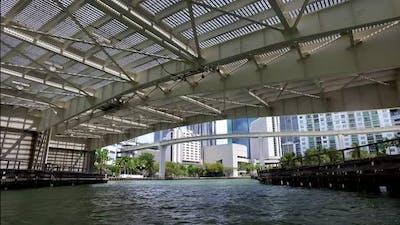 Miami Florida Usa Yachting Into Downtown Miami River