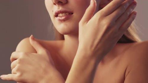 Moisturizing Cosmetic Female Body Care Soft Skin