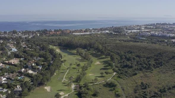 Aéreo/Campo de Golf/Mar Meditarraneo/Andalusien/4k/urbanizaciones
