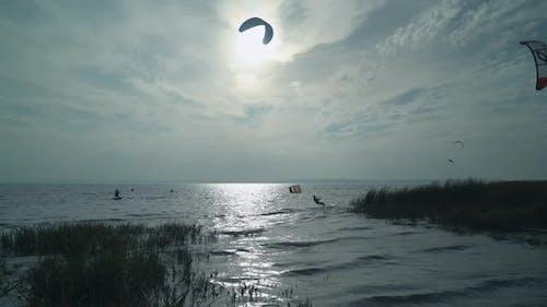 Kiteboarding Dynamic Rest in Marine