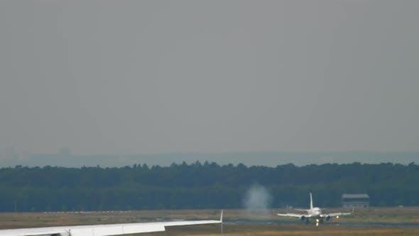 Thumbnail for Towing Lufthansa Airbus 380