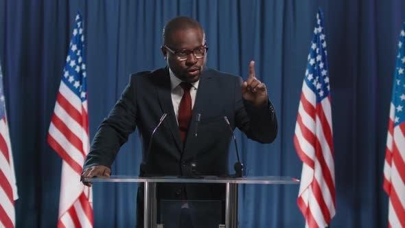 Afroamerikanischer Kandidat spricht