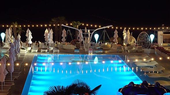 Thumbnail for Pool bei Nacht beleuchtet