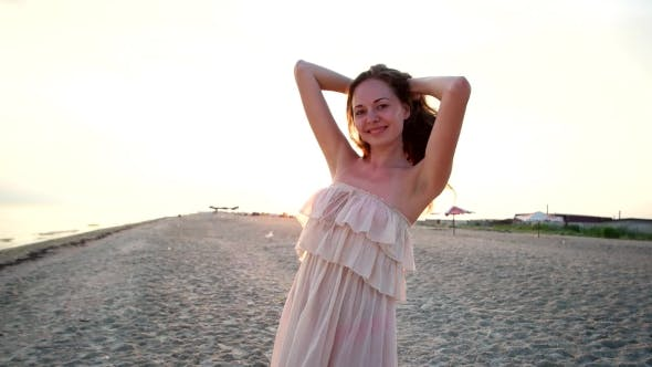 Cover Image for Happy Girl on the Beach