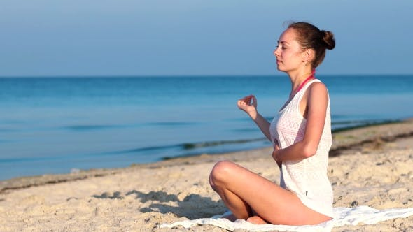 Cover Image for Exercise To Practice Breathing, Relaxation Woman On The Beach, Playing Sports On The Beach.