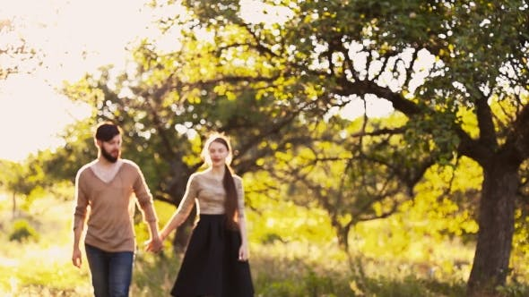 Cover Image for Young Couple Walking