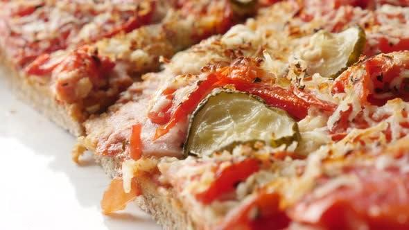 Italienische Lebensmitteloberfläche mit Gemüse aus Triticum spelta Teig 4K 2160p 30fps UltraHD langsame Pfanne f