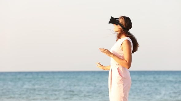 Cover Image for Woman With Glasses Of Virtual Reality