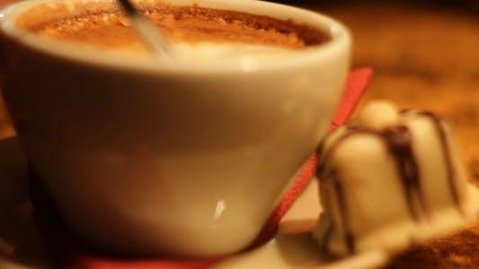 Herstellung und Trinken Cappuccino